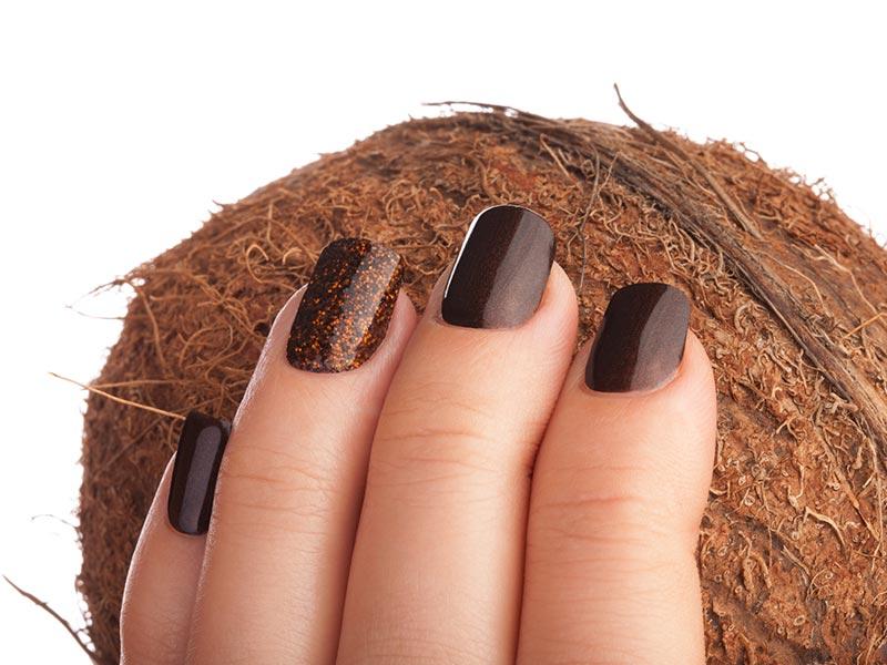 32-1-nagelpflege-mit-kokosoel